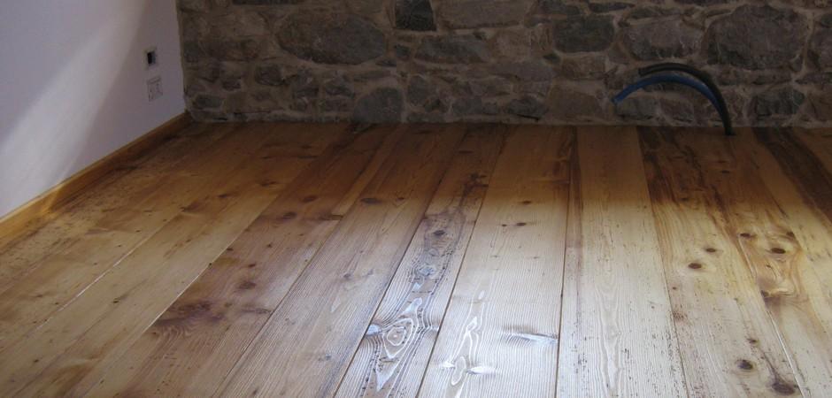 Lavigatura pavimenti legno in Cadore